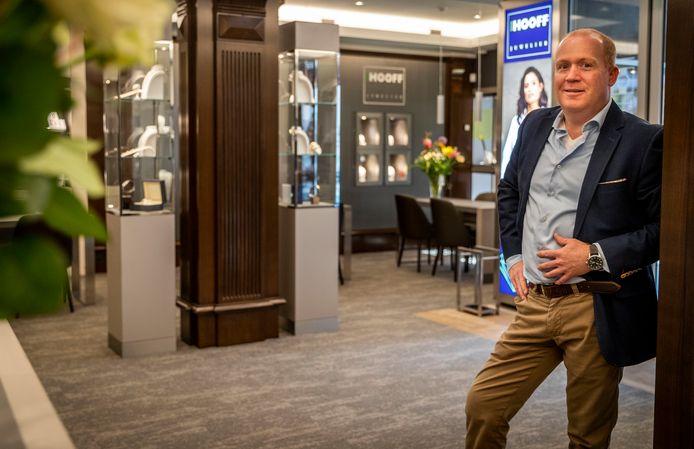 Juwelier Martijn van Hooff is klaar met de verbouwing van zijn 50 jarige zaak in Deurne.