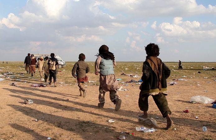 Yezidi-kinderen vluchten uit het laatste IS-bolwerk Baghouz, beeld van 23 februari.