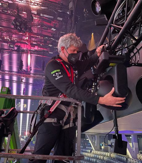 Ruben Geerts uit Denekamp helpt als lichttechnicus bij het Songfestival: 'Dit is als de Champions League, en dan de finale'