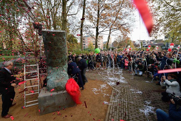 Onthulling in emile van loonpark van het kunstwerk d'ouwe sok op de verjaardag van 750 jaar roosendaal. Foto pix4profs/petervantrijen