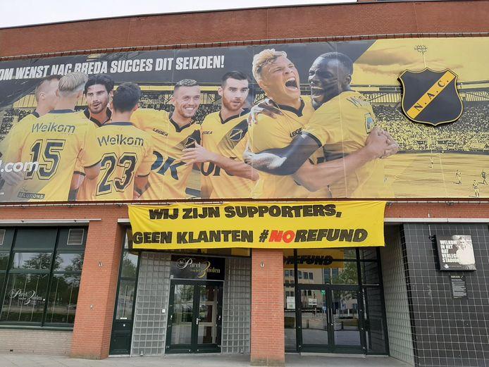 'Wij zijn supporters, geen klanten #norefund'.