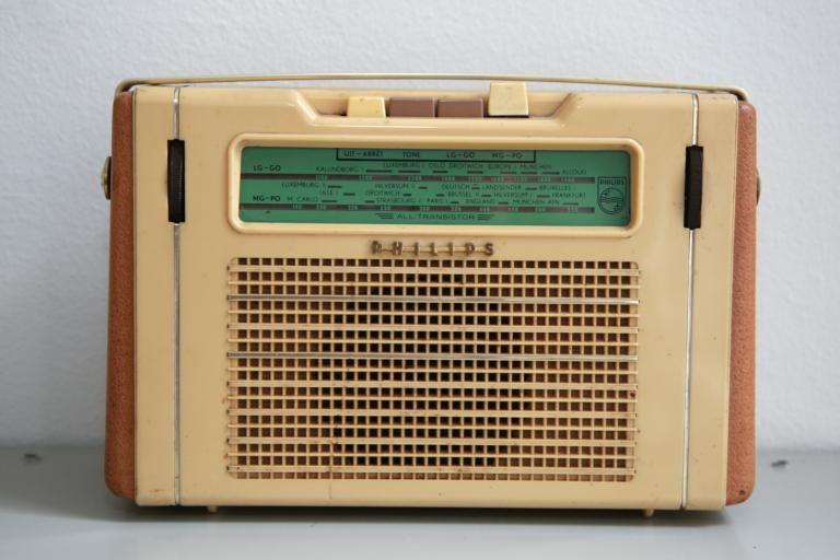 De transistorradio die in de jaren zestig heel Nederland veroverde is te zien in het nieuwe NXP-museum. foto's Leo IJsvelt