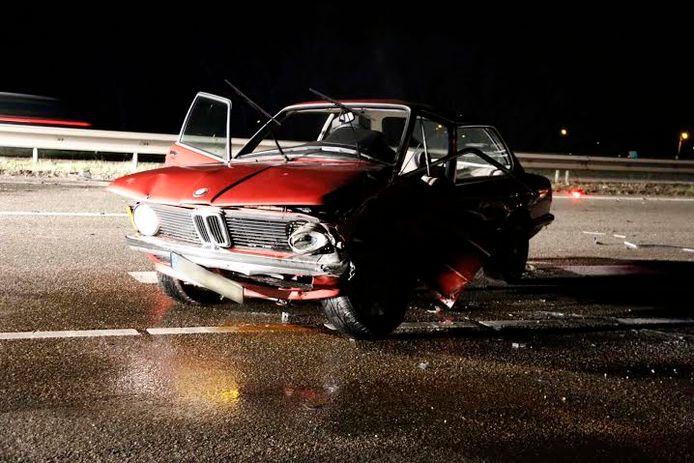 De ravage na een ongeluk op de A73 bij Heumen. foto SK-Media