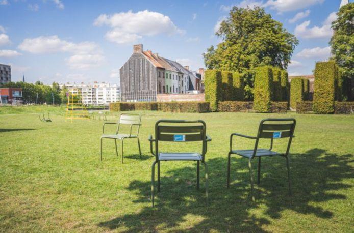 De groene stoelen werden dit jaar massaal gestolen en gevandaliseerd