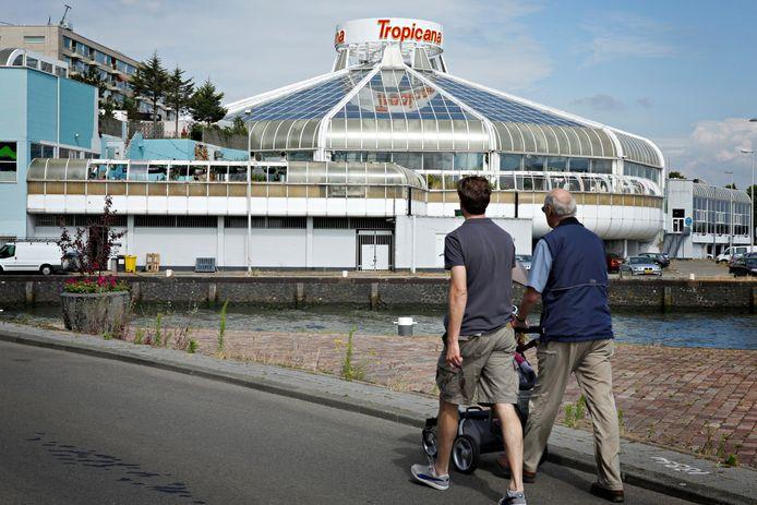 Voormalig zwembad Tropicana, hier op archiefbeeld. De parkeerplaatsen naast het zwembad zijn een populaire hangplek geworden.
