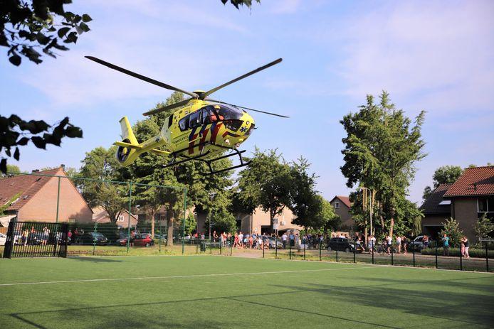 Politiehelikopter ter plaatse na de steekpartij in Bergambacht.