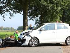 Scooterrijder gewond door botsing met auto op N65 bij Helvoirt