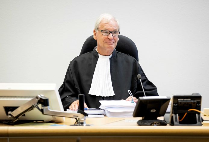 Rechter mr. A.F.L. Geerdes voor aanvang van de rechtszaak tussen GrandVision en  EssilorLuxottica.