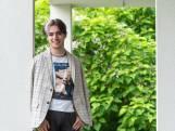 Luuk (24) zet als drag queen een masker af: 'Emily is een verlengstuk van mezelf'