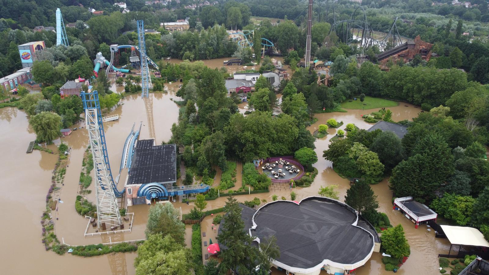 Attractiepark Walibi en waterpretpark Aqualibi werden zwaar getroffen door de hevige regenval twee weken geleden. Het park liep grote schade op en zal pas in oktober de deuren opnieuw kunnen openen.