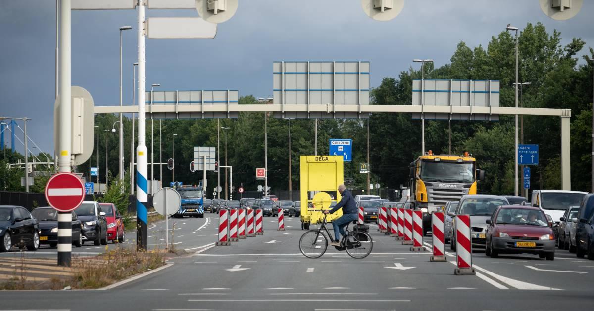Verkeer in en om Arnhem loopt vast door ongelukken op A50 en A12.