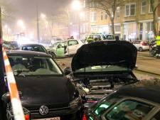 Ravage na botsing tussen twee auto's in Rotterdam-Delfshaven