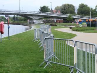 """""""Voorkomen dat jongeren verdrinken in de Leie"""": dranghekken en extra verlichting beveiligen Budabeach in Kortrijk"""