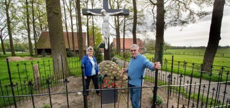 Landkruis verenigt buurtschap Mekkelhorst al negentig jaar: 'Oons Leev'n Heer steet d'r wier mooi bie'