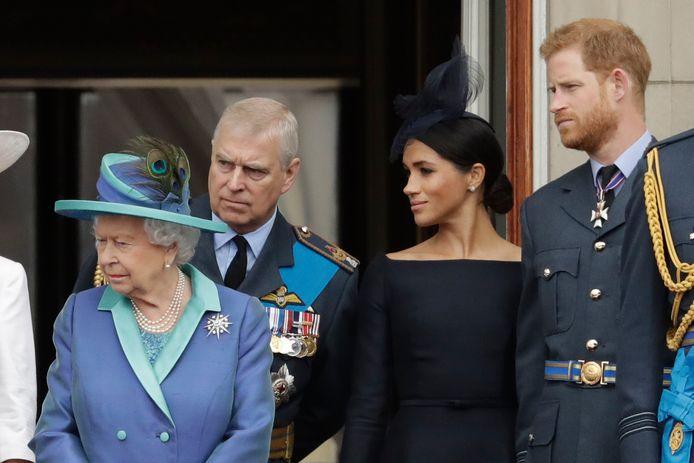 Queen Elizabeth II, prins Andrew, Meghan en prins Harry