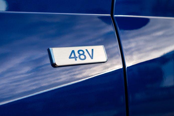 Dankzij het 48 Volt-systeem kan de benzinemotor vaker en langer uit blijven, ook tijdens het rijden