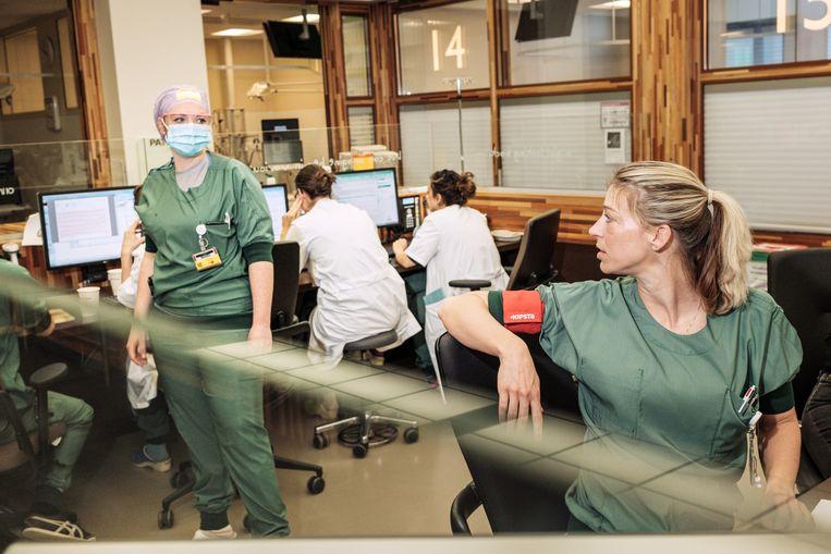 De ziekenhuizen gaan de reguliere zorg met 20 procent afbouwen. Beeld Jakob van Vliet