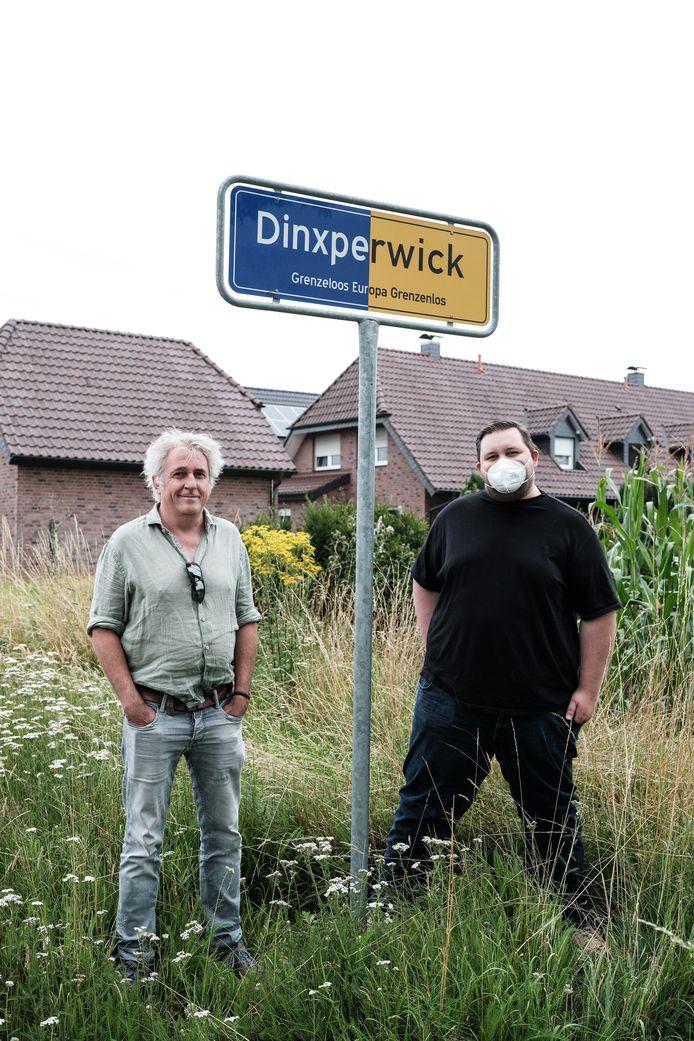 In Nederland zijn mondkapjes niet meer verplicht. In Duitsland ben je zonder mondkapje niet welkom in winkels.
