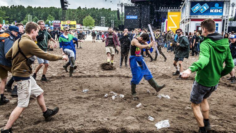 Belgen staan erom bekend het beest in zich los te laten op festivals, meer dan Nederlanders of Amerikanen. Beeld © stefaan temmerman