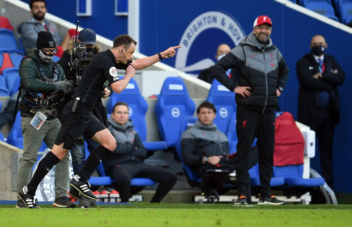 Een cynisch lachje bij Klopp nadat scheidsrechter Atwell in het absolute slot van de match een penalty voor Brighton floot.