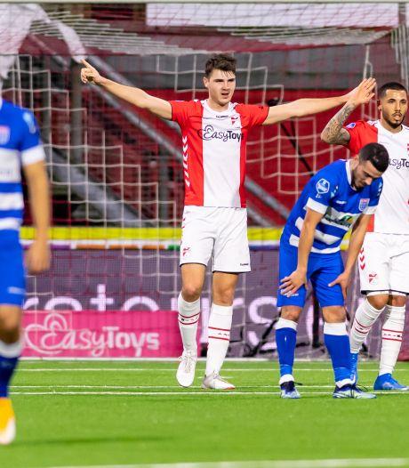 PEC Zwolle blameert zich en gunt FC Emmen de eerste overwinning van het seizoen