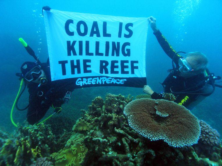 In 2008 voerde Greenpeace in het Great Barrier Reef al actie tegen de vervuiling door de mijnindustrie. Beeld AFP