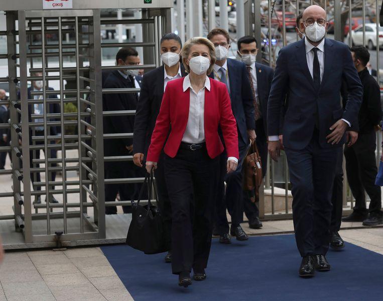 Von der Leyen en Michel na een bezoek aan de Turkse president Erdogan. Beeld AP