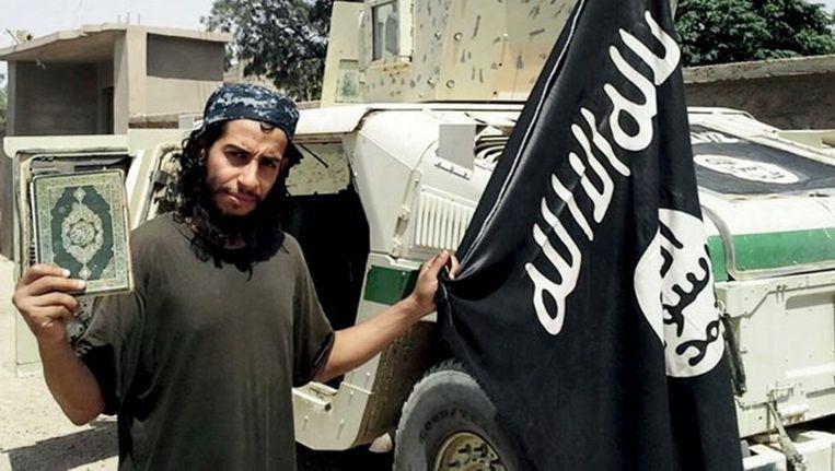 Abdelhamid Abaaoud op een foto in het IS-tijdschrift Dabiq. Beeld anp