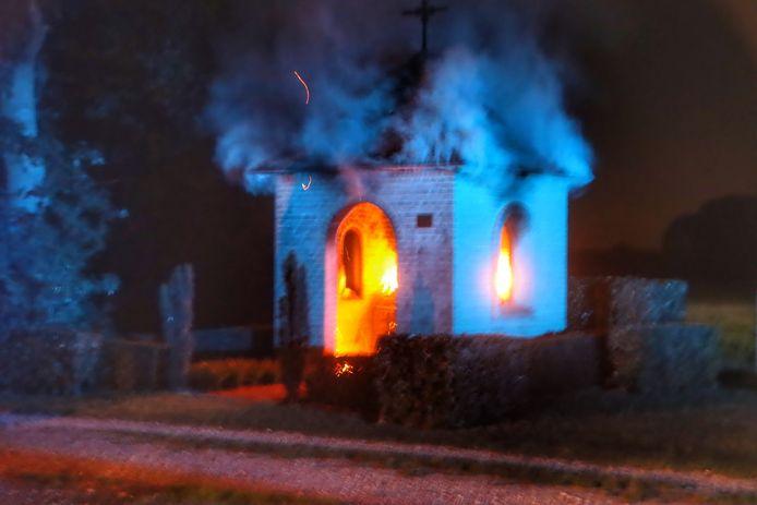 Brand in kapel in Langenboom.
