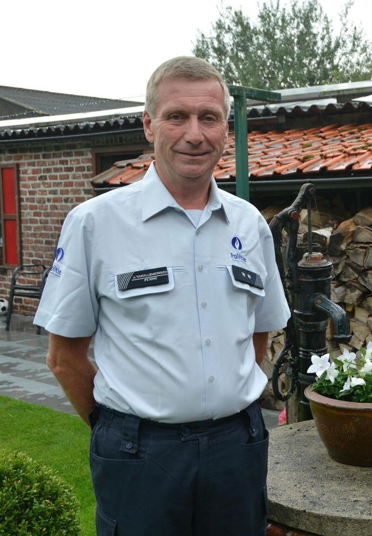 Wijkagent Johan Vanallemeersch is sinds vandaag met pensioen.