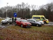 Lichtgewonde bij botsing met vijf auto's op Apeldoornseweg