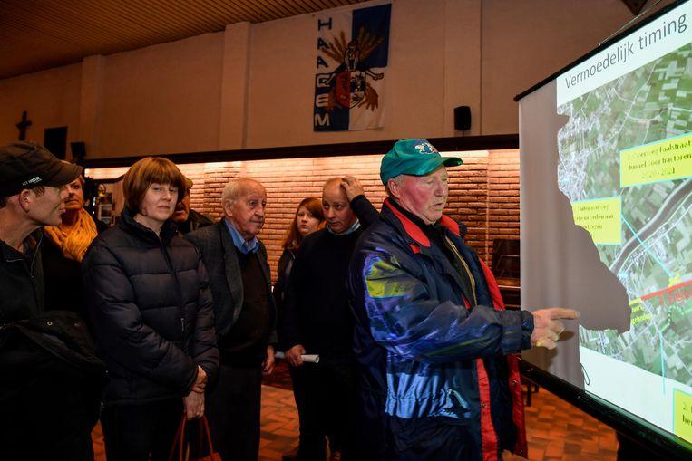 Tientallen Oudegemnaren kwamen uitleg vragen rond de sluiting van drie overwegen.