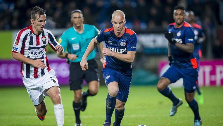 Stijn Wuytens en Jorrit Hendrix in duel. Beeld anp