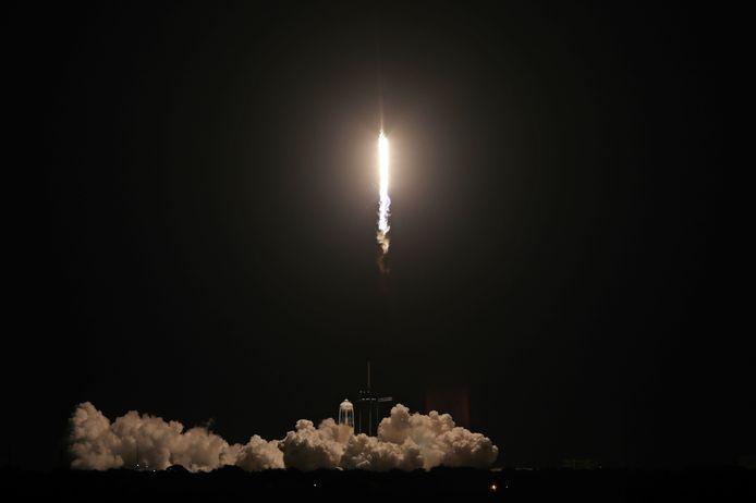 Ruimtevaartuig Inspiration4 van SpaceX tijdens de lancering.