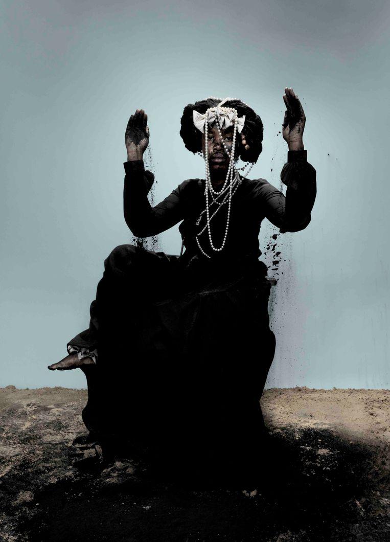 Mohau Modisakeng, Emira 5 (2019), galerie Ron Mandos. Beeld Gallery viewer