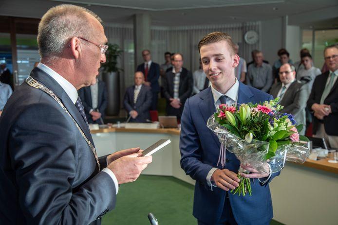 Tom de Nooijer (SGP) wordt benoemd tot raadslid.