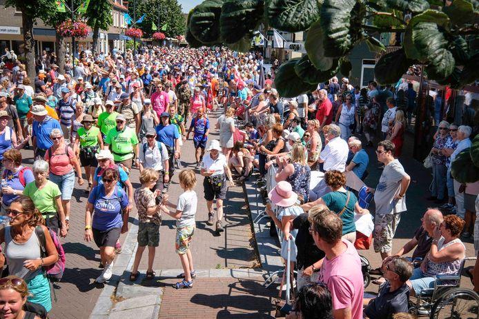 Doorkomst van de Vierdaagse in Bemmel in 2017.