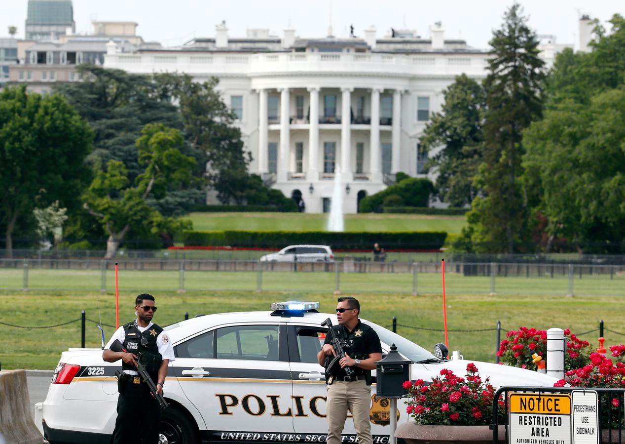 Gewapende agenten nabij de Ellips voor het Witte Huis.