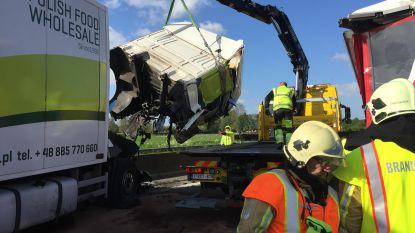 Snelweg volledig afgesloten in Adinkerke door ongeval met twee vrachtwagens