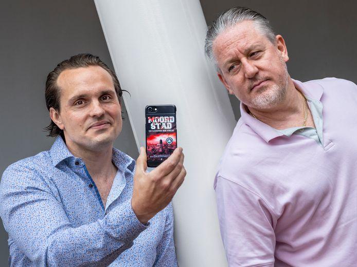 Daniel van Doorn, links, en Evert van der Zouw, schrijvers van het boek Moordstad, over zestig spraakmakende moordzaken in Utrecht.