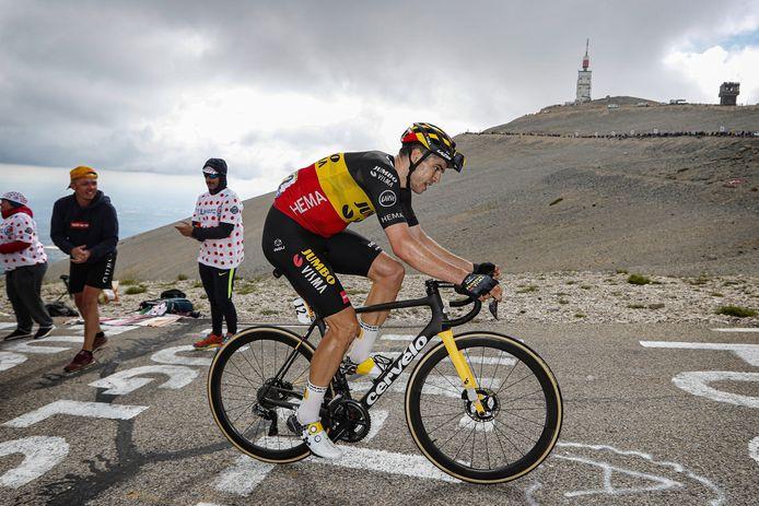 Wout van Aert op de Mont Ventoux, die op woensdag 7 juli zelfs twee keer bedwongen moest worden. De Belg van Jumbo-Visma toonde aan ook een geweldige klimmer te zijn en kwam 1 minuut en 14 seconden voor Bauke Mollema en Kenny Elissonde over de finish.