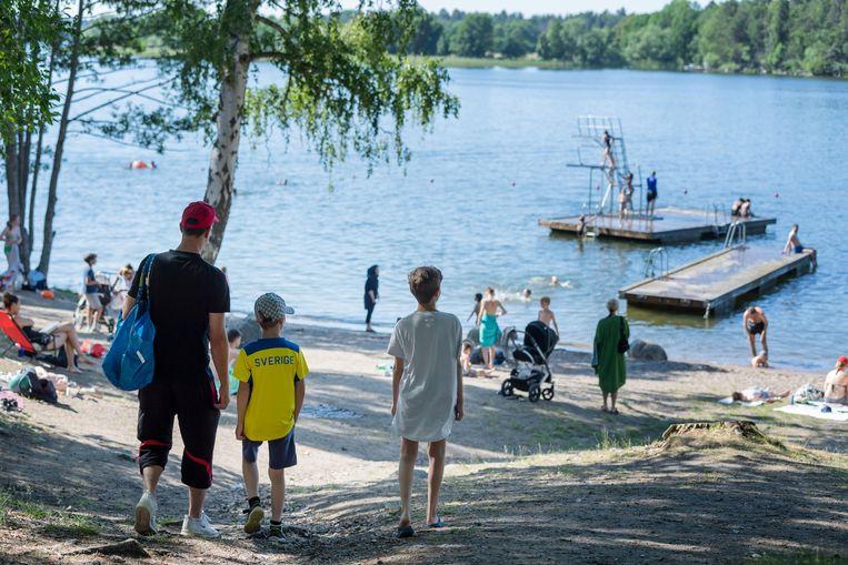 Eind juni was het nog druk aan het Malaren-meer in Stockholm. Beeld REUTERS