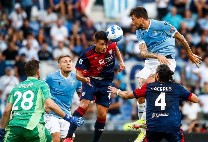 Spelers van Lazio en Cagliari in actie.