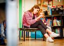Yente Verbeek (17) loopt een dagje mee op de ZON-school in Dordrecht.