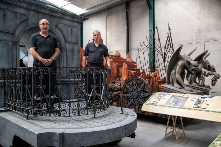 Paul en Marc, met op de achtergrond de Hellewagen.
