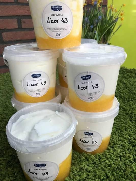 Acht emmertjes vol Boer'n Yoghurt met de populaire drank Licor 43.