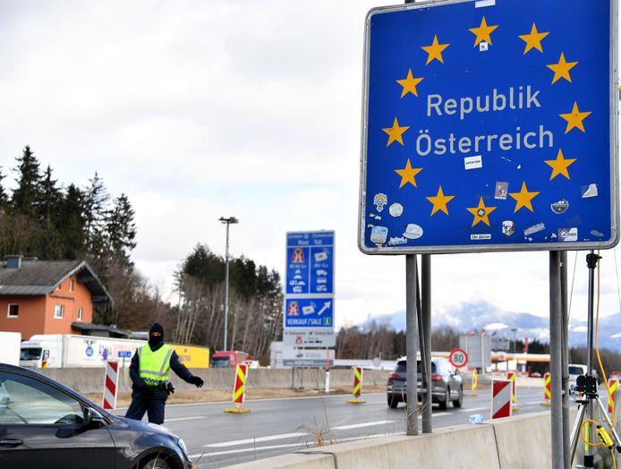 Een grenscontrole nabij Salzburg.