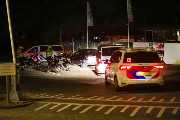 De politie is met meerdere eenheden ter plaatse.
