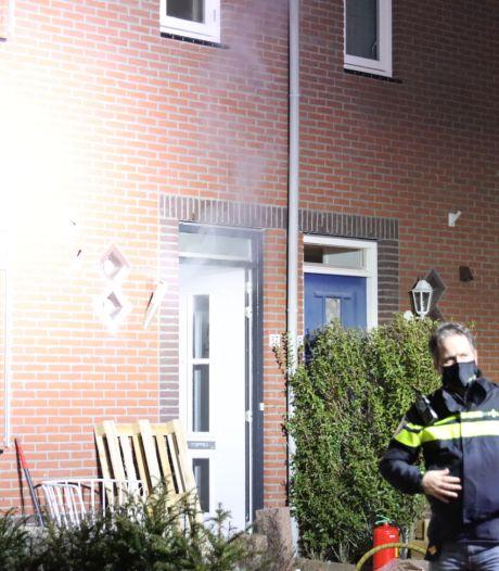Felle brand in Barneveldse woning: vrouw gewond naar ziekenhuis, huisdieren gered