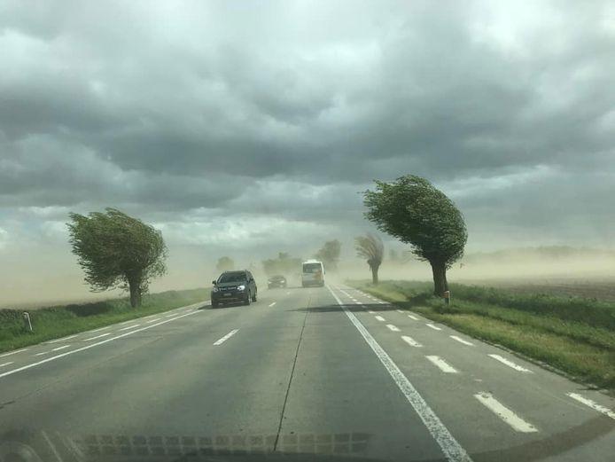 Felle wind zorgt voor stof/zandstormen in het westen van België.